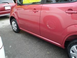 完成です!板金で直しましたよ。新車なので色の違いも出ない様にリアドアまでボカシ塗装しました!